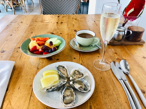 Oysters & champagne